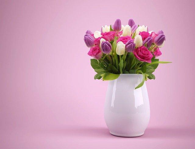 váza s tulipány