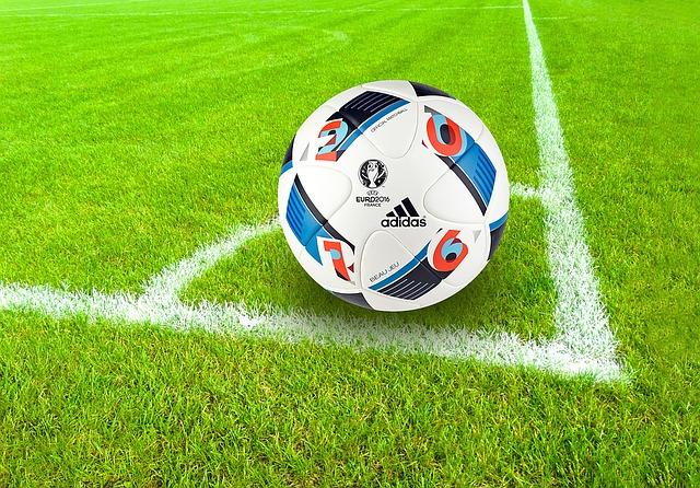 míč Adidas