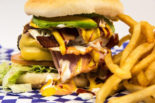 hranolky a hamburger.jpg