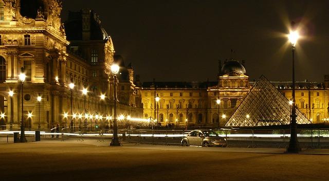 paříž louvre.jpg
