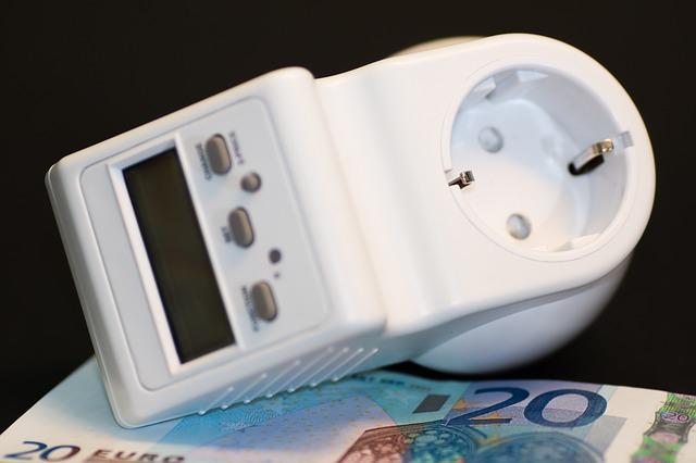 peníze pod elektroměrem