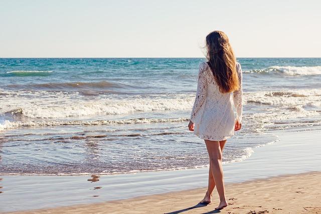 slečna u moře